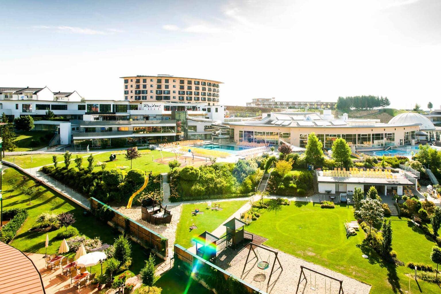 Außenbereich und Pools